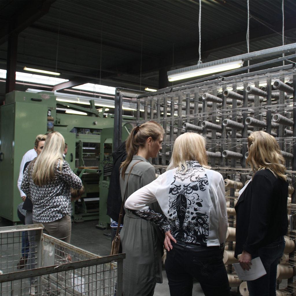The base: hundreds of bobbins with yarns